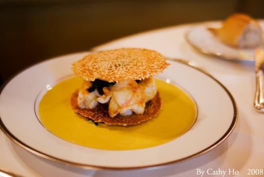 Feuillantine de langoustines aux grains de sésame, sauce au curry