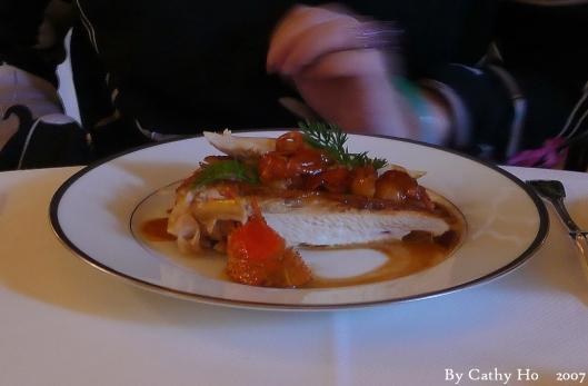 Suprême de volaille de Bresse aux écrevisse, turban de macaroni